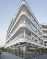 aluminium and glass balcony railings